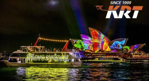 비비드 시드니(Vivid Sydney) 2018 기간 동안 비비드 시드니(Vivid Sydney) 크루즈선이 시드니 오페라 하우스를 지나가는 모습